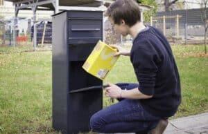 Paket-Briefkasten Entnahme