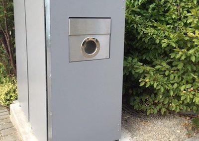 Briefkasten in Mülltonnenbox