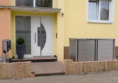 2er Mülltonnenbox Edelstahl Rundpfosten Flachdach Rückseite