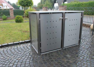 2er Mülltonennbox Edelstahl Vierkantpfosten Flachdach Front