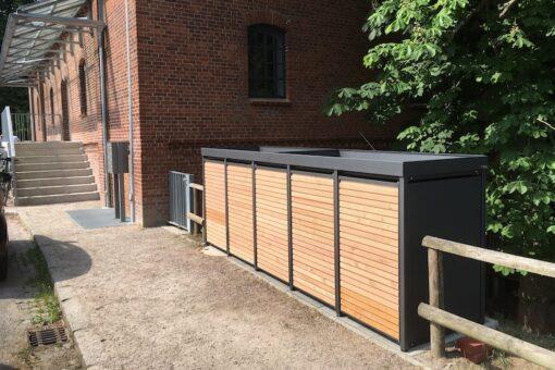 5er Mülltonnenbox Alu mit Lärchetüren und Pflanzdach