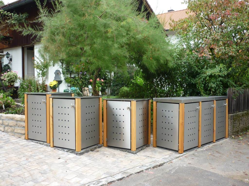 1er Mülltonnenbox Lärchepfosten Flachdach