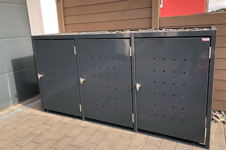 3er Mülltonnenbox Metall RAL Vierkantlochung